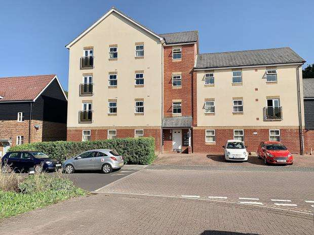 2 Bedrooms Apartment Flat for sale in White's Way, Hedge End, Southampton