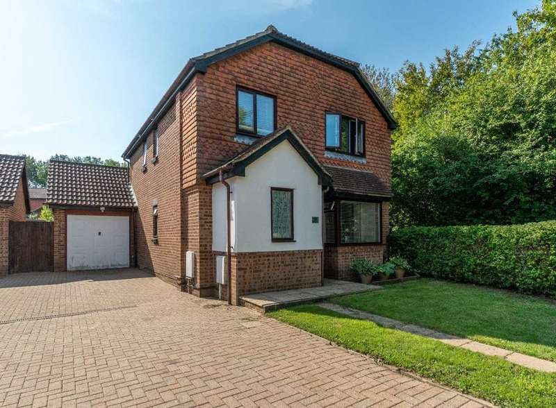 4 Bedrooms Detached House for sale in Harvest Way, Ashford, Kent, TN23 5WP