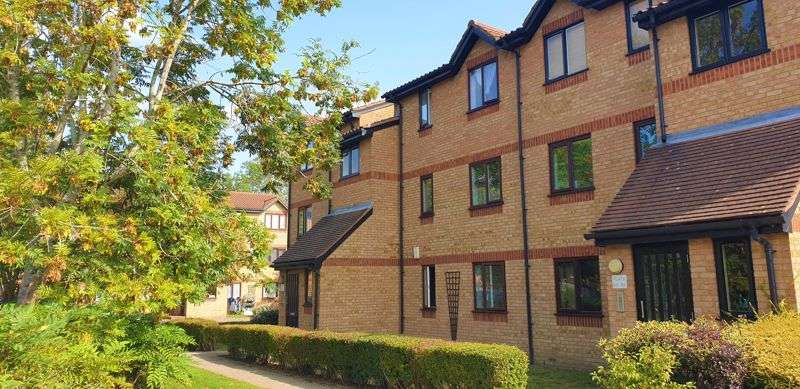 2 Bedrooms Property for sale in Courtlands Close, Leavesden, Watford, Hertfordshire, WD24 5GP