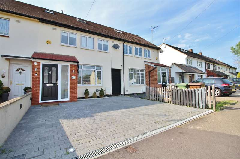 3 Bedrooms Terraced House for sale in Sinderby Close, Borehamwood