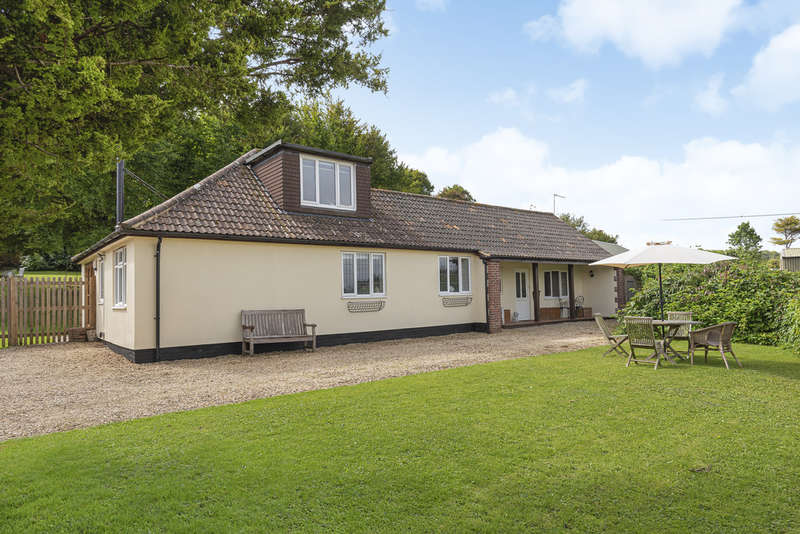 4 Bedrooms Detached Bungalow for sale in Hill Road, Sutton Veny