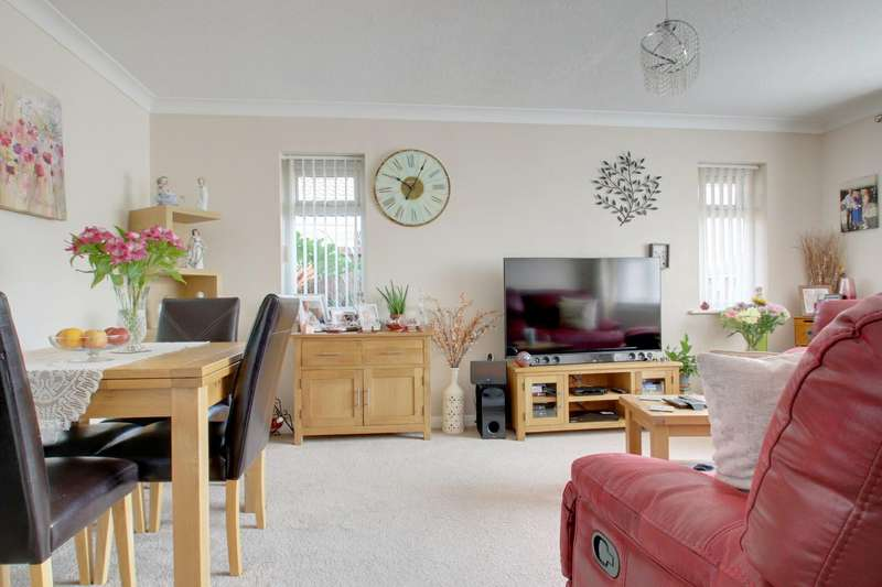 2 Bedrooms Detached Bungalow for sale in Romney Close, Clacton-On-Sea
