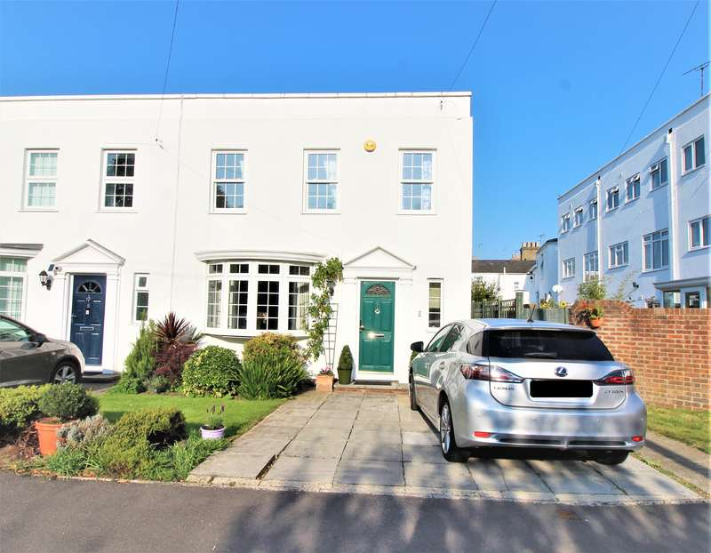 3 Bedrooms End Of Terrace House for sale in off QUEENS ROAD, GL50