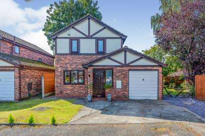3 Bedrooms Detached House for sale in Hyde Fold Close, Burnage, Manchester, Gtr Manchester