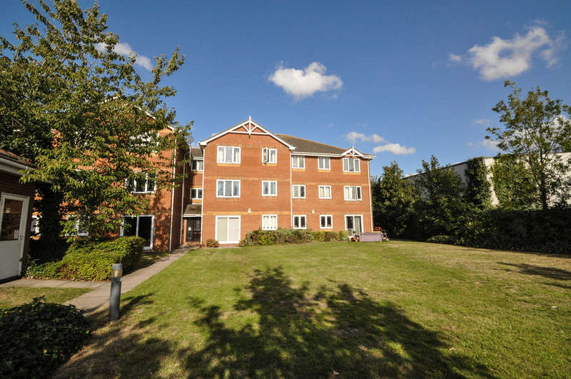 2 Bedrooms Flat for sale in Benfleet Road, Thundersley