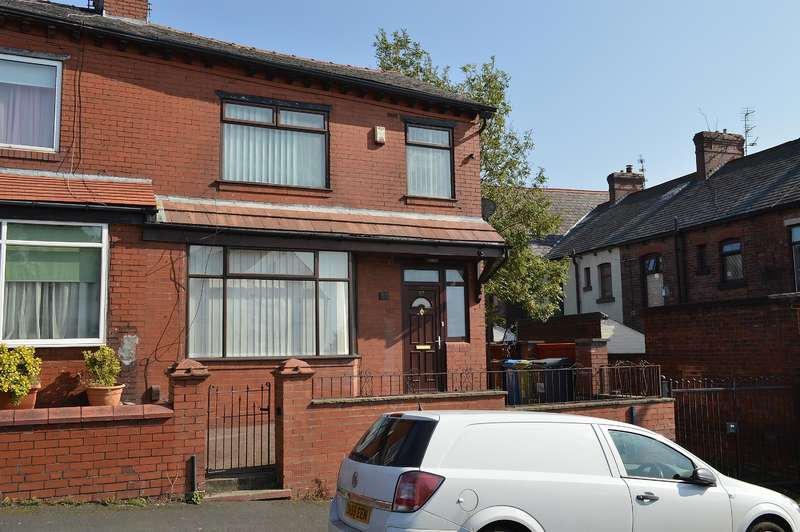 3 Bedrooms Town House for sale in Cheviot Avenue, Oldham, OL8 4HD