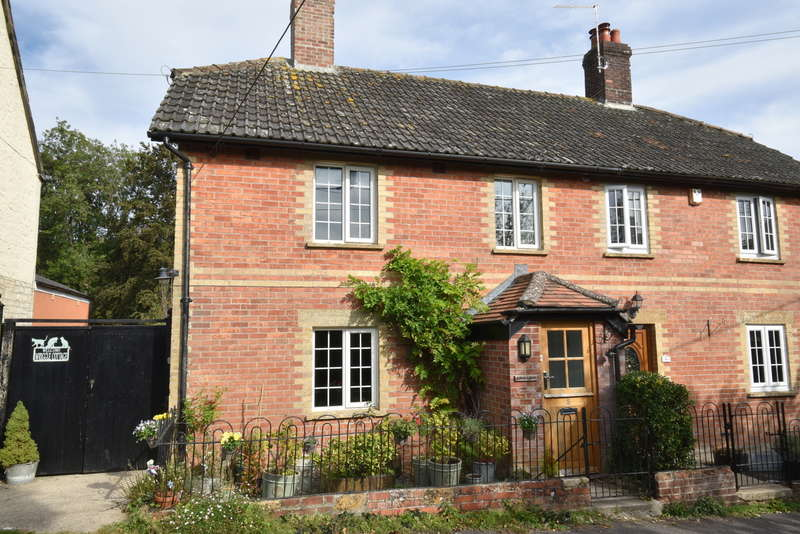 3 Bedrooms Semi Detached House for sale in Yetminster, Dorset DT9 6ND