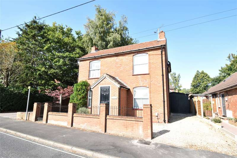 3 Bedrooms Detached House for sale in Sandy Lane, Farnborough, Hampshire, GU14