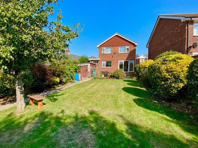 3 Bedrooms Detached House for sale in Little Preston Road, Ryde
