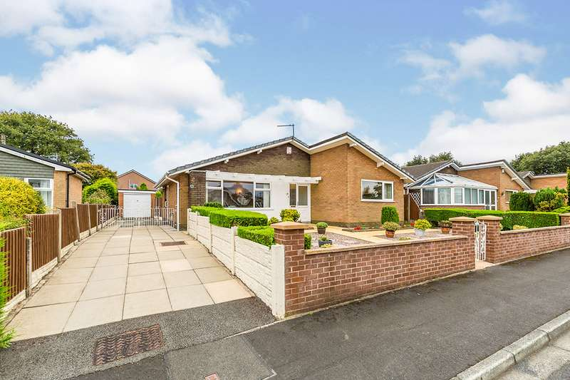 3 Bedrooms Detached Bungalow for sale in Holly Close, Clayton-le-Woods, Chorley, Lancashire, PR6