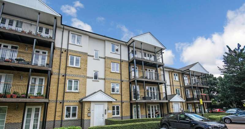 2 Bedrooms Flat for sale in Clarendon Way, Colchester