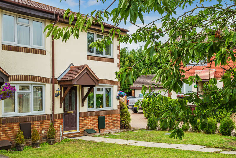 2 Bedrooms Semi Detached House for sale in Theobalds Close, Kemsing, TN15