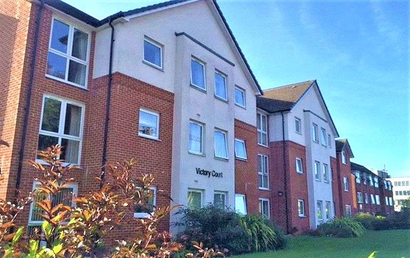 1 Bedroom Property for sale in Victory Court, Beaconsfield Road - *LARGER THAN AVERAGE ONE BEDROOM APARTMENT!*
