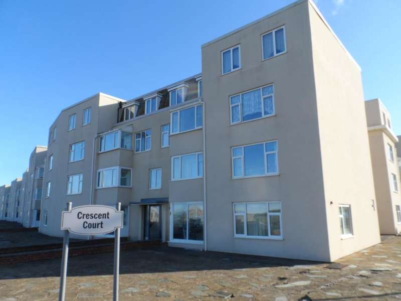 2 Bedrooms Flat for sale in Crescent Court, Blackpool, FY4 1ST