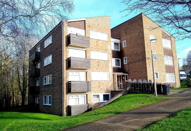 2 Bedrooms Apartment Flat for sale in Oakcroft Court, Hemel Hempstead