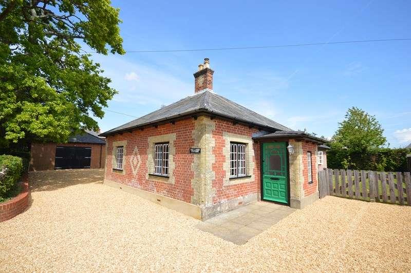 3 Bedrooms Bungalow for sale in Yaldhurst Lane, Pennington, Lymington, Hampshire, SO41