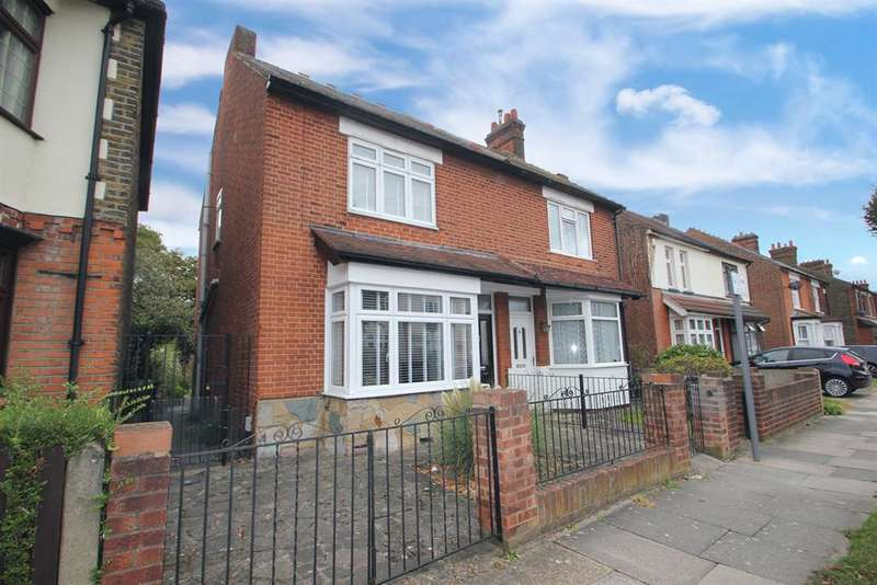 3 Bedrooms Semi Detached House for sale in Willow Street , Romford, Essex, RM7 7LB