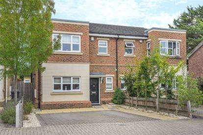 3 Bedrooms Semi Detached House for sale in Farleigh Avenue, Bromley