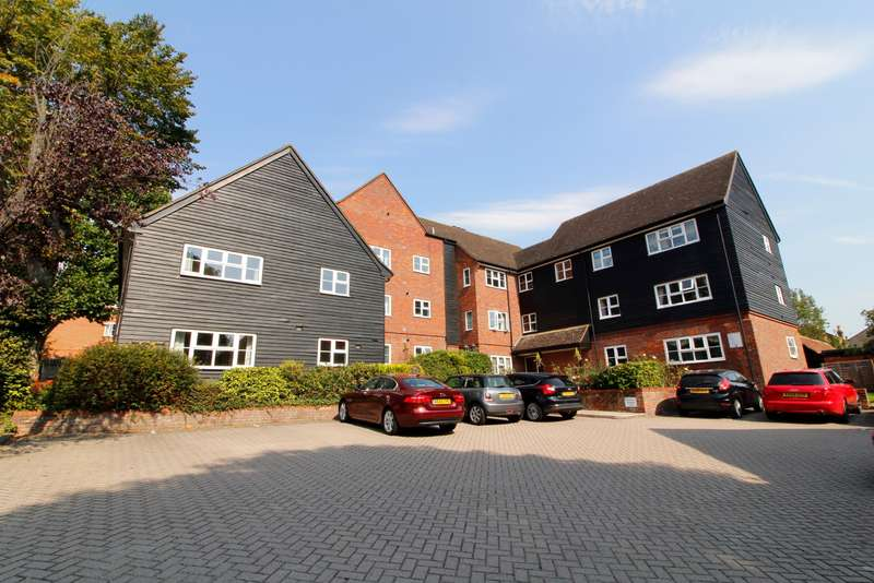 2 Bedrooms Flat for sale in Langdale Lodge, Parsonage Road, Rickmansworth, WD3