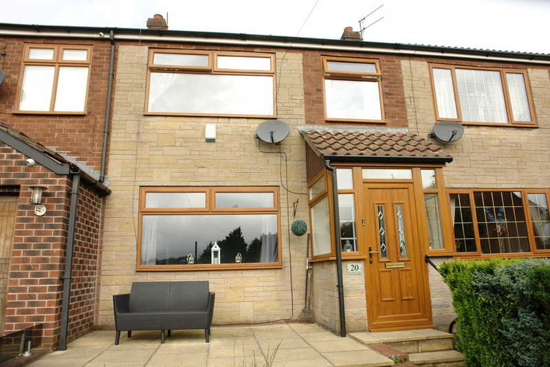 3 Bedrooms Town House for sale in Waveney Road, Shaw, Oldham