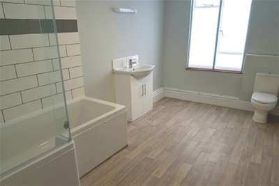 2 Bedrooms Maisonette Flat for rent in Honiton - Town Centre Location!
