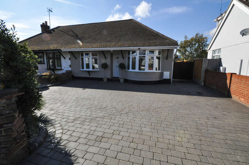 3 Bedrooms Semi Detached Bungalow for sale in Tyrrell Road, Benfleet