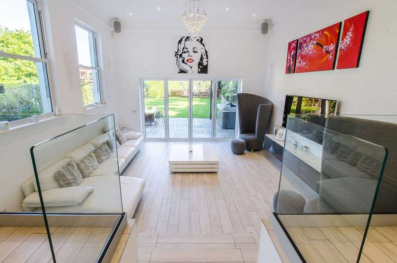 6 Bedrooms Semi Detached House for sale in Mays Hill Road, Shortlands, BR2