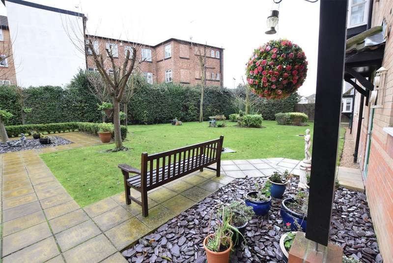 1 Bedroom Flat for sale in Gibson Court, Regarth Avenue, ROMFORD, RM1