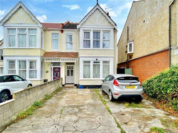 2 Bedrooms Apartment Flat for sale in Harcourt Avenue, Southend-on-Sea, Essex