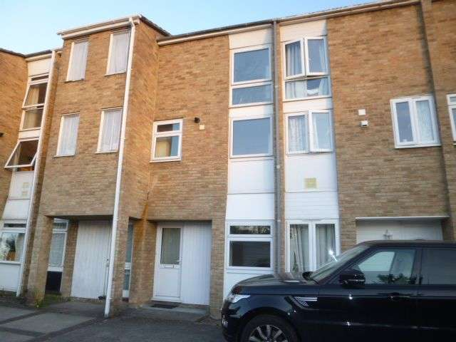 4 Bedrooms Property for rent in Lyndworth Mews, Oxford, OX3