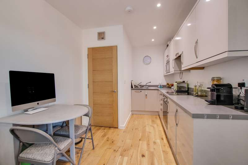 1 Bedroom Apartment Flat for sale in GUIDE PRICE 140,000 - 150,000! NO CHAIN! OPEN PLAN LIVING! BEAUTIFULLY PRESENTED!