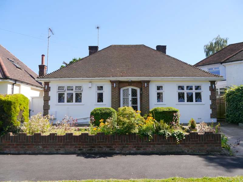 3 Bedrooms Detached Bungalow for sale in Grimsdyke Crescent, Barnet, EN5
