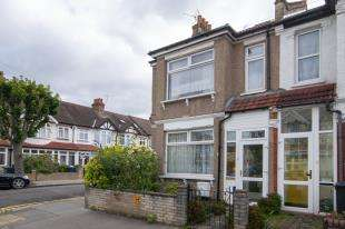 3 Bedrooms End Of Terrace House for sale in Capri Road, Addiscombe, Croydon, Surrey