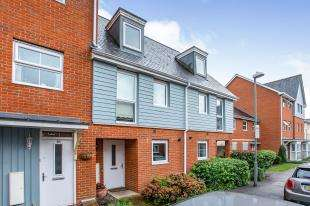3 Bedrooms Terraced House for sale in Burrage Road, Redhill, Surrey, United Kingdom
