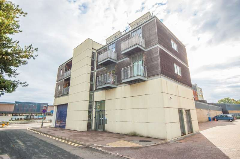 1 Bedroom Apartment Flat for sale in Goldlay Avenue, Old Moulsham, Nr City Centre, Chelmsford, CM2