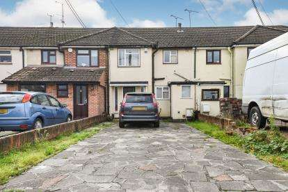 3 Bedrooms Terraced House for sale in Shotgate, Wickford, Essex