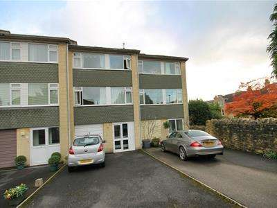 5 Bedrooms Property for rent in Penn Lea Court