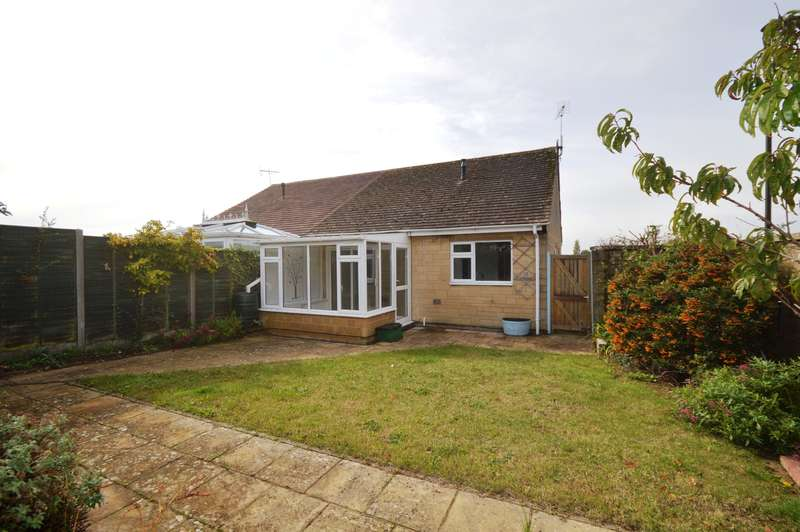 2 Bedrooms Bungalow for sale in Links View, Cirencester