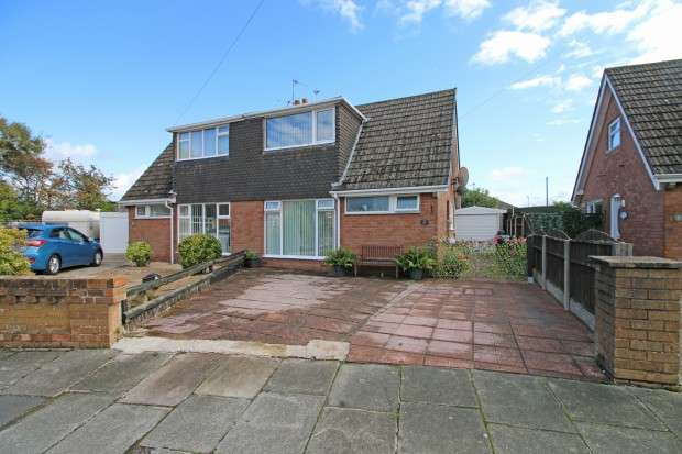 2 Bedrooms Bungalow for sale in Sandiways Close, Thornton-Cleveleys, FY5