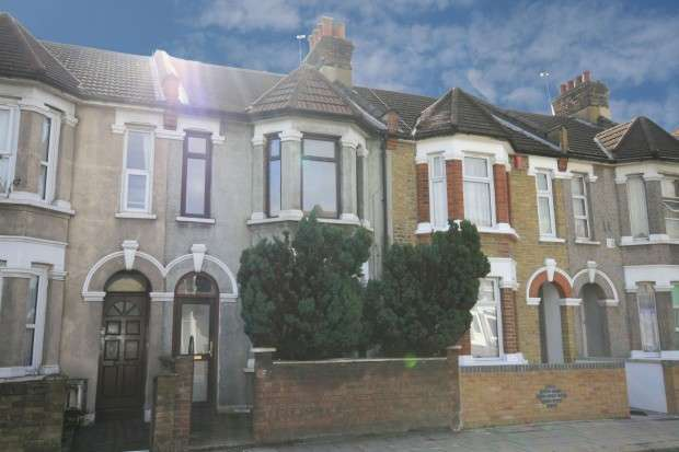 3 Bedrooms Terraced House for rent in Green Lane, Ilford, IG1