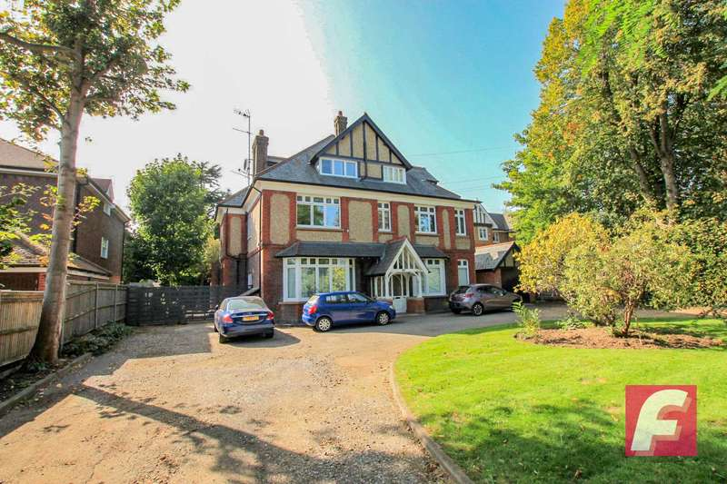 3 Bedrooms Apartment Flat for sale in Langley Road, Watford, WD17
