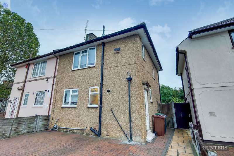3 Bedrooms Semi Detached House for sale in Bushgrove Road, Dagenham, RM8