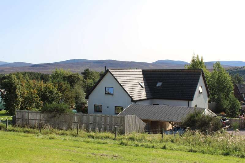5 Bedrooms Detached House for sale in Newtonmore, PH20 1EH