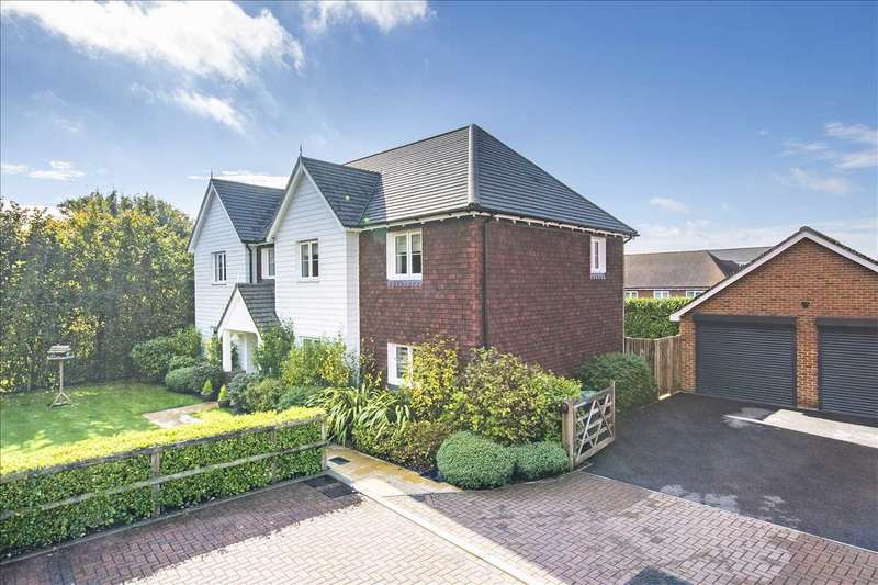 4 Bedrooms Detached House for sale in Poppyfields, Charing