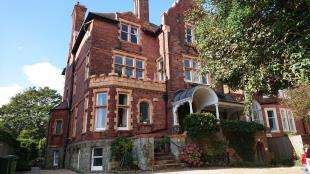 3 Bedrooms Flat for sale in Earls Avenue, Folkestone, Kent