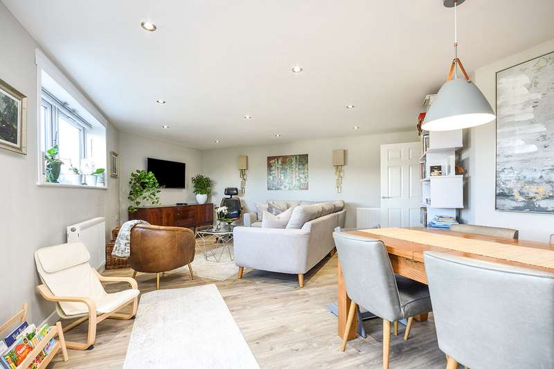 3 Bedrooms Apartment Flat for sale in Hughenden Reach, Tovil, Maidstone, Kent, ME15