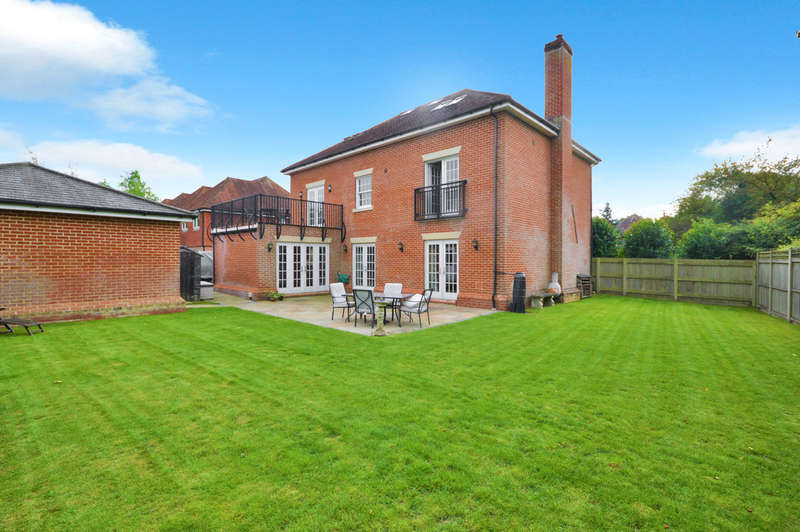 5 Bedrooms Detached House for sale in Bramble Lane, Wye