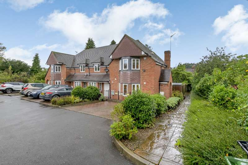 3 Bedrooms End Of Terrace House for sale in George V Close, Watford, Hertfordshire, WD18
