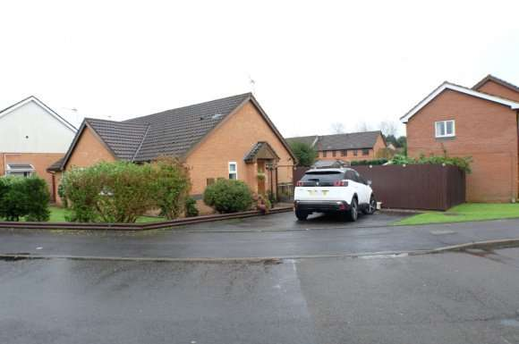 2 Bedrooms Bungalow for rent in Ffordd Beck, Gowerton, Swansea, SA4