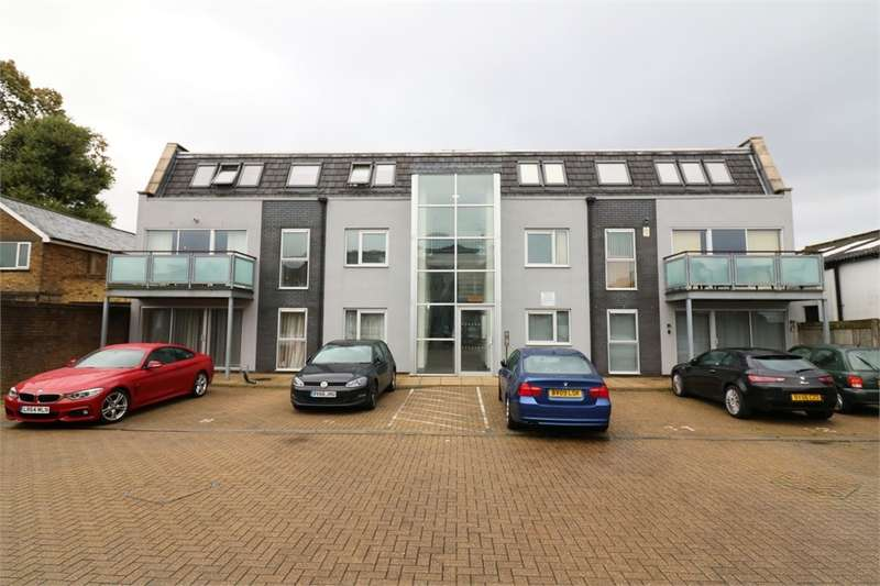 2 Bedrooms Flat for sale in Turners Hill, Cheshunt, Hertfordshire